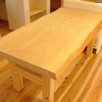 モミのテーブル